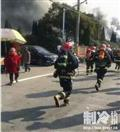 江苏一冷库突发大火 过火面积约180平米