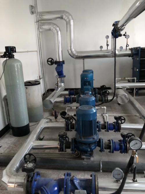 改用芬尼克兹空气能热泵,主机全自动运行,神木西站采暖更清洁高效