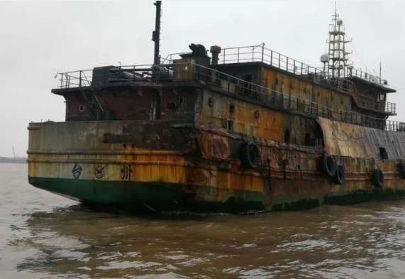 冷藏船氨液泄漏起火,船老大救31人